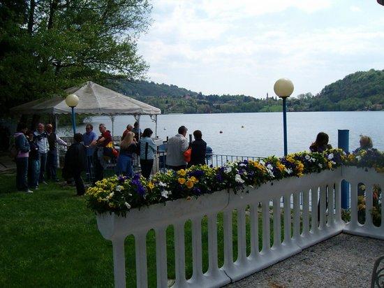 Hotel L'Approdo: la terrazza  del risporante sul lago