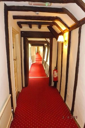 The White Hart Hotel: Passage to rooms