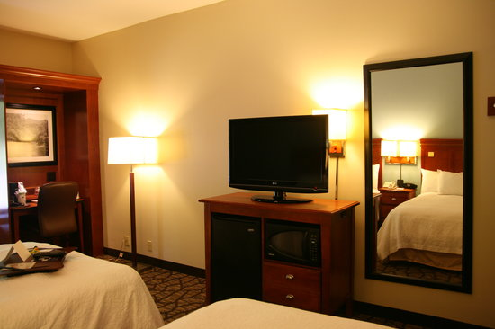 Hampton Inn & Suites Binghamton / Vestal: All Standard Rooms have a microwave and refrigerator