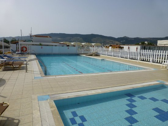 Kosta Palace : The roof top pools