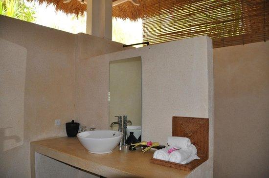Segara Villas: Bad im Zimmer ohne Blick auf's Meer