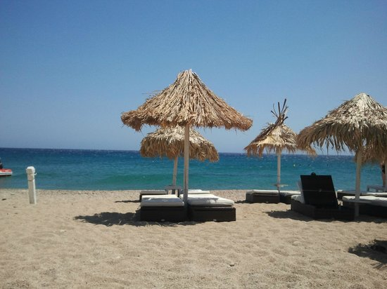 Aphrodite Beach Resort: spiaggia vicino all'albergo.