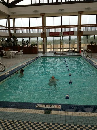 Crowne Plaza Pittsfield: Quiet at the pool