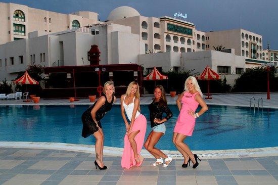 Hotel Safa : вечер у баса