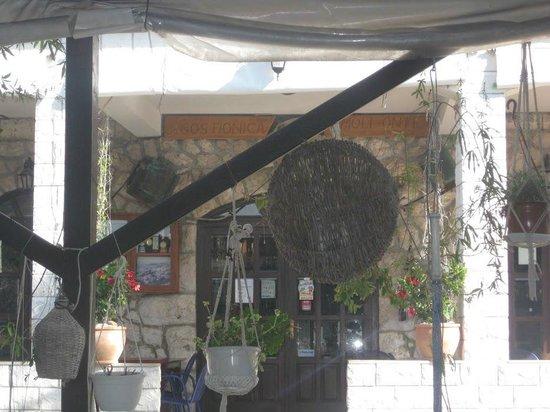 Milna: View towards the tavern