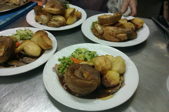 Restaurant El Brujo: traditional sunday roast served all day sunday from 1pm till 10pm