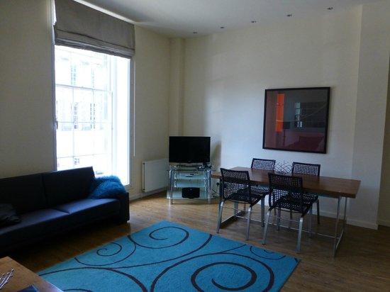 Princes Street Suites: Livingroom, Suite 19