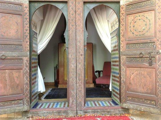 Riad Les Yeux Bleus: Entrance to room