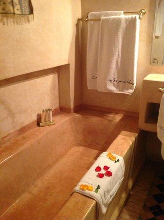 Riad Les Yeux Bleus: Bathroom