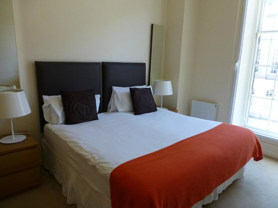 Princes Street Suites: Spacious bedroom