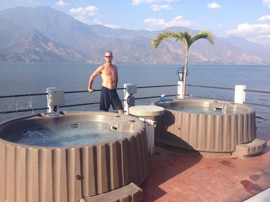 Mikaso Hotel Resto: Deck/Hot + cold tub