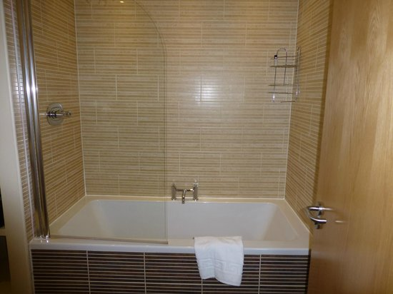 Princes Street Suites: Bathroom