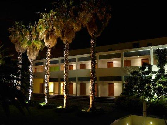Estalagem Ponta do Sol: grounds at night