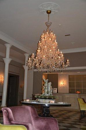 Kasteel Bloemendal: magnifique lustre