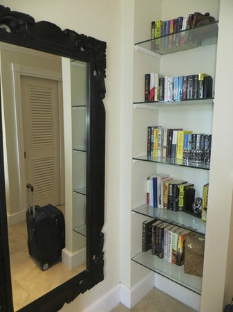 The Regent Grand : bookcase in master suite