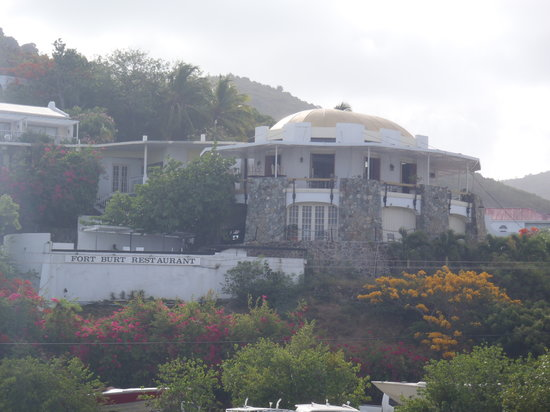 Fort Burt Hotel: View of hotel from TMM Yacht Charters