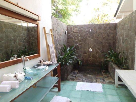 Gili Eco Villas : La Salle de Bain ouverte mais à l'abris des regards !