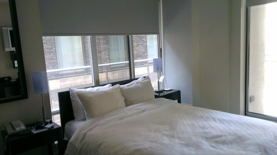 Executive Hotel Cosmopolitan Toronto: room