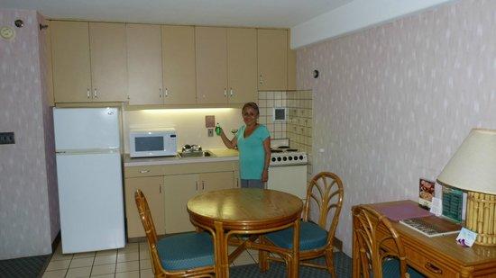 Ilima Hotel: the kitchen facilities