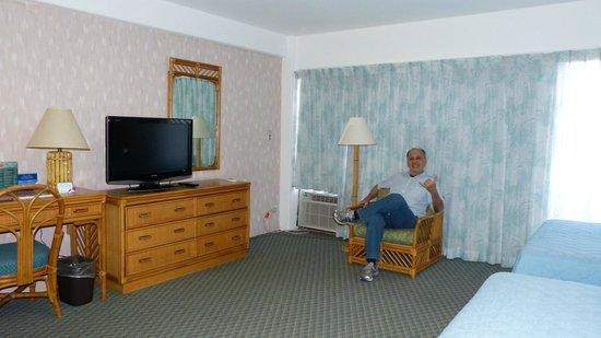 Ilima Hotel: Inside the room / bedroom.