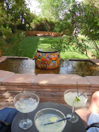 La Posada Hotel: Margaritas at day's end in the interior courtyard