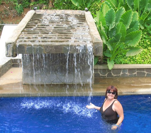 Hotel Flores: Enjoying the pool's waterfall!