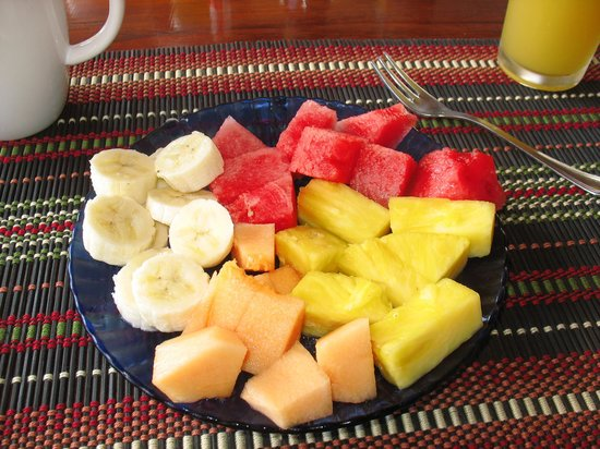 Hotel Flores: Fresh fruit with breakfast!