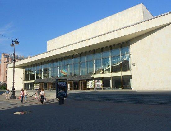 Great Concert Hall Oktyabrsky: У входа в БКЗ