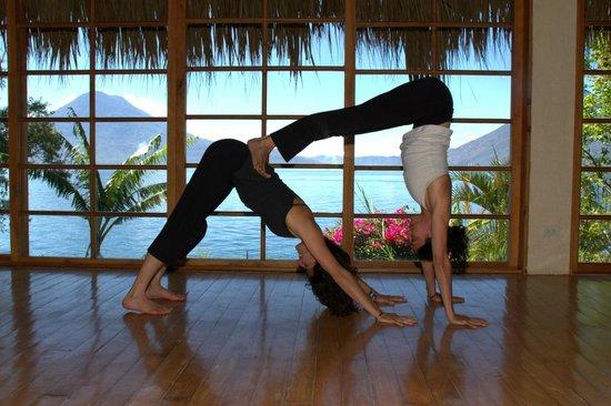 Villa Sumaya: Partner Yoga in our Blue Tiger Temple