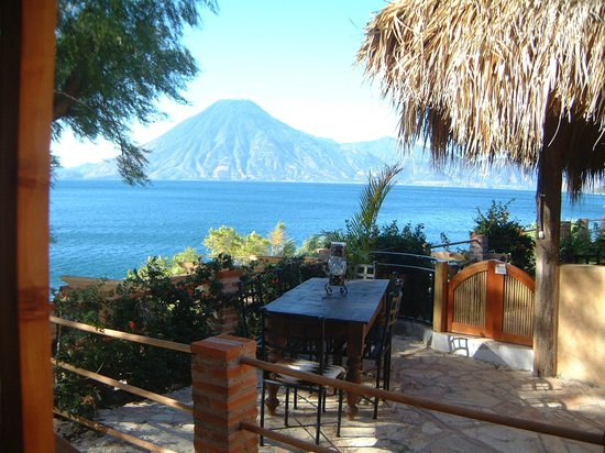 Villa Sumaya: Outside dining with a view
