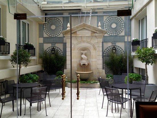 Rochester Champs-Elysees Hotel: Внутренний дворик