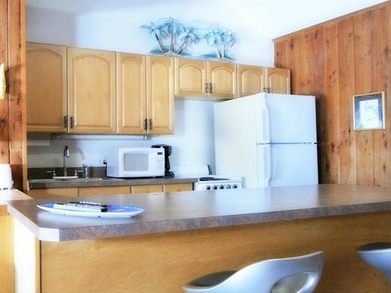 Beachpoint Cottages: Cottage 3 kitchen.
