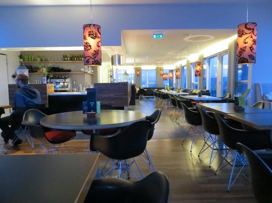 Centerhotel Arnarhvoll : the top floor bar/breakfast room with great views