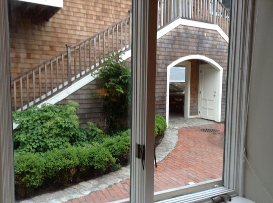 Pelham Court Hotel: View of courtyard from living/dining room