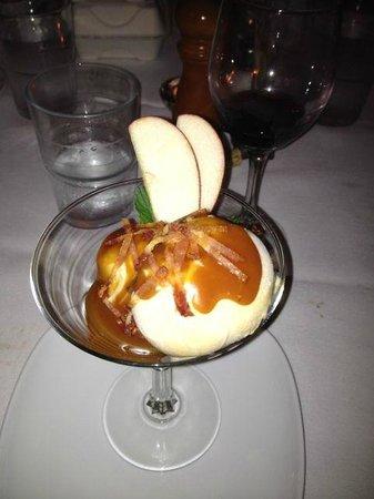 Cafe Bacchus: Bacon ice cream with caramel sauce