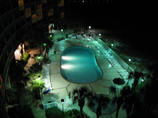 The Island House Hotel: Pool by night