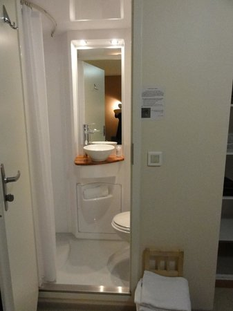 Le Rale Des Genets: Bathroom