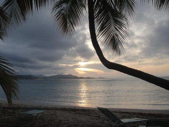 The Buccaneer St Croix: Atardecer en playa de Saint Croix