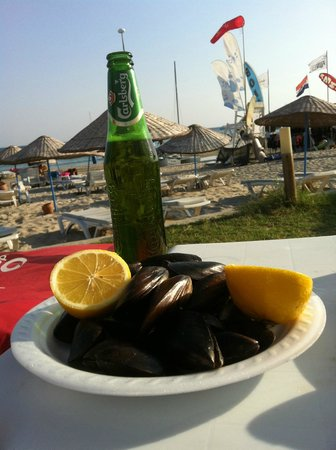 Fun Beach Club: Steamed mussels with rice and a beer - one of my favorite meals!