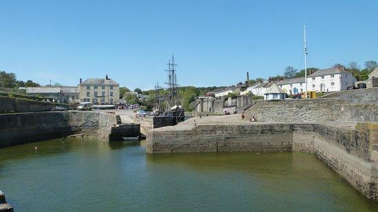 The Pier House Restaurant: Scenic Port