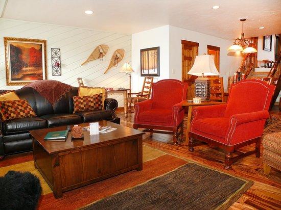 La Casa Condominiums: La Casa Living Area