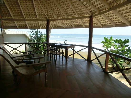 Rockside Cabanas Hotel: Nachmittags mit ner Kanne Tee am Tisch sitzen und Meeresschilkröten beobachten ...