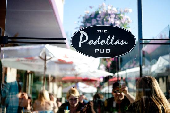 Podollan Pub: Patio Fun