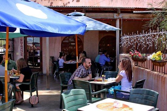 Mucho Gusto: A pleasant patio