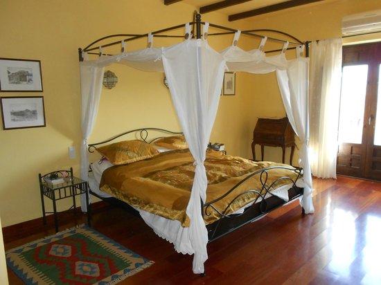 Cortijo Puerto el Peral: Our bedroom - Cadiz