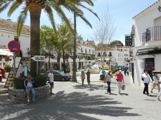Almogia, إسبانيا: Mijas village square.