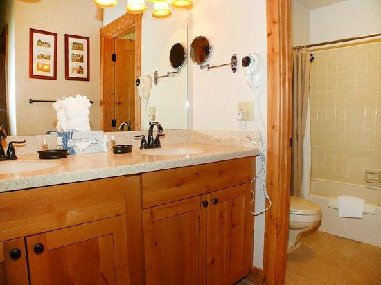 La Casa Condominiums: La Casa Bathroom