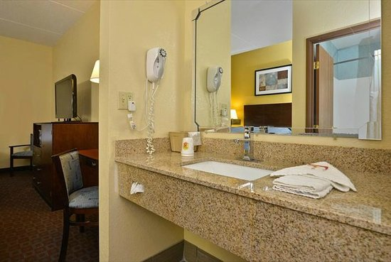 Super 8 Mars/Cranberry/Pittsburgh Area: vanity area with hair dryer