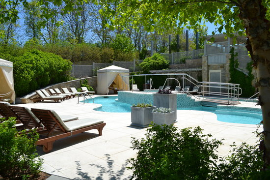 Chatham Bars Inn Resort and Spa: Spa pool and hot tub area