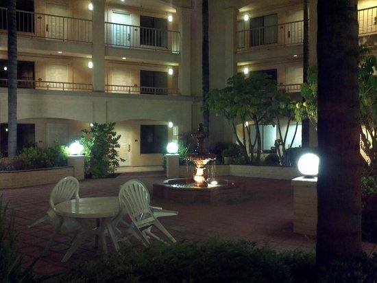 Comfort Suites San Diego Miramar: Courtyard